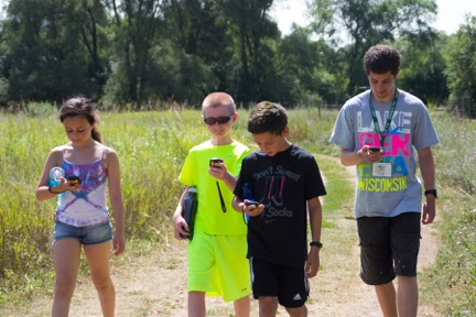 kids-walking-while-geocaching